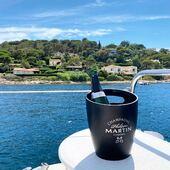 Rafraîchissant à bord du catamaran 🍾🥂☀️⚓️ #sainttropez #baiedesainttropez #summervibes #summer #mediterranee #boat #catamaran #champagne #cumieres #cannes #