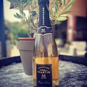 Nouveauté !!!!⚜️ C'est avec une grande fierté que nous vous présentons notre nouvelle cuvée , la «cuvée Louis» , ⚜️qui célèbre la naissance du premier représentant de la huitième génération de vignerons de la famille Martin... Cuvée qui est le fruit d'un judicieux assemblage des 3 cépages champenois.... #new#cuveelouis #champagne #cumieres #1ercru #epernay #paris #cannes #france